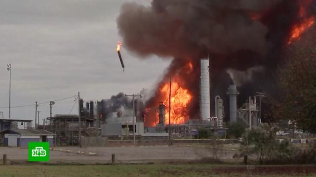 В Техасе горит и взрывается химзавод: эвакуированы 60 тысяч человек.США, взрывы, заводы и фабрики, пожары.НТВ.Ru: новости, видео, программы телеканала НТВ