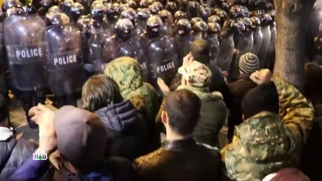 Массовые протесты раскололи жителей Тбилиси на два лагеря.Грузия, беспорядки, митинги и протесты.НТВ.Ru: новости, видео, программы телеканала НТВ