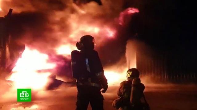 На ликвидацию каучукового пожара вПетербурге понадобилось 12часов.Санкт-Петербург, пожары.НТВ.Ru: новости, видео, программы телеканала НТВ