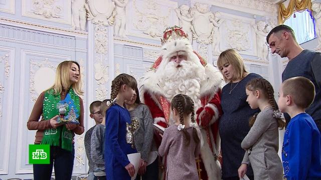 Дед Мороз впутешествии по Подмосковью порадовал ребят ценными гостинцами.НТВ.Ru: новости, видео, программы телеканала НТВ