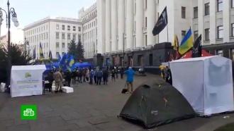 Около 100человек провели ночь впалатках перед офисом Зеленского