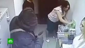 Налетчик с гранатой вынес 6 млн рублей из банка в Находке.НТВ.Ru: новости, видео, программы телеканала НТВ