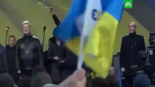 Порошенко закидали яйцами на митинге в Киеве: видео.Киев, Порошенко, Украина, нападения.НТВ.Ru: новости, видео, программы телеканала НТВ