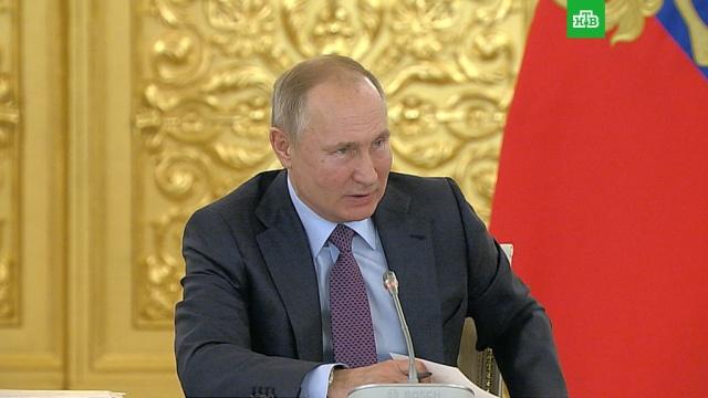 Путин опротестах: сначала бросил стаканчик, апотом стрелять начнут.Путин, беспорядки, митинги и протесты, оппозиция.НТВ.Ru: новости, видео, программы телеканала НТВ