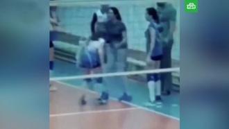 Тренер ижевской спортшколы таскала воспитанниц за волосы