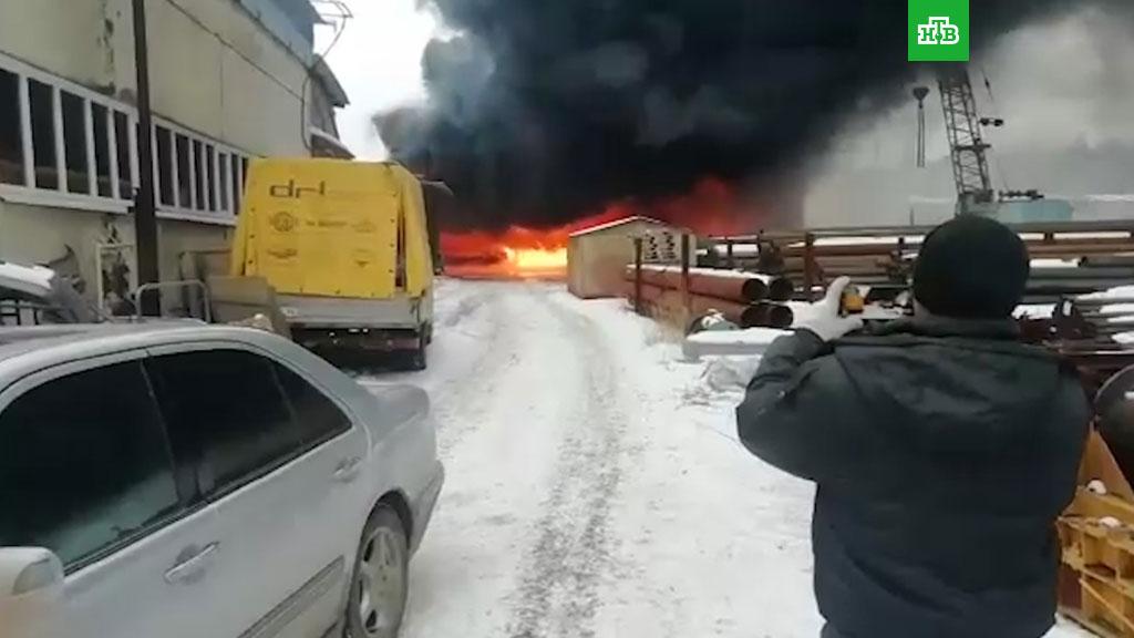 """Картинки по запросу """"лакокрасочный завод горит в екатеринбург"""""""""""