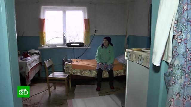 Под Саратовом неравнодушные жители помогают пенсионерке из дома-призрака.волонтеры, дом, пенсионеры, ремонт, Саратовская область.НТВ.Ru: новости, видео, программы телеканала НТВ
