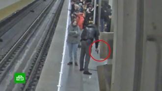 Неадекватный пассажир устроил стрельбу в московском метро