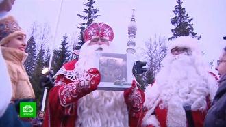Дед Мороз иЙоулупукки привезли на <nobr>российско-финскую</nobr> границу автобусы сподарками
