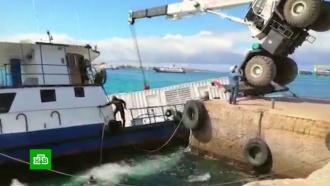 Тонны топлива попали вокеан при аварии на барже уГалапагосских островов