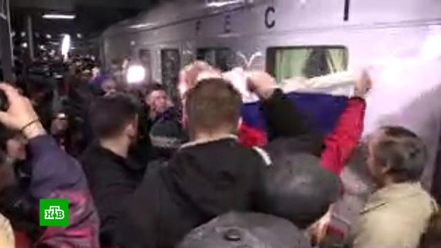 ВСевастополе встретили первый пассажирский поезд вКрым.Крым, железные дороги, мосты, поезда.НТВ.Ru: новости, видео, программы телеканала НТВ