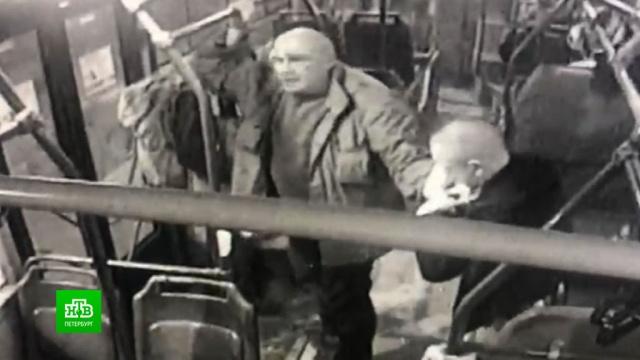 Полиция разыскивает автобусного стрелка из Петербурга.Санкт-Петербург, общественный транспорт, стрельба.НТВ.Ru: новости, видео, программы телеканала НТВ