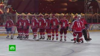 Держался уверенно: как Путин играл в хоккей на Красной площади