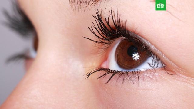 Ученый назвал способ обнаружить рак по глазам.Одним из симптомов рака легких может быть опущенное веко, заявил профессор Георг Сантис из госпиталя «Лондон Бридж».медицина, онкологические заболевания.НТВ.Ru: новости, видео, программы телеканала НТВ