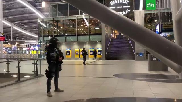 ВНидерландах людей эвакуируют свокзала из-за «подозрительной ситуации».Нидерланды, полиция, эвакуация.НТВ.Ru: новости, видео, программы телеканала НТВ