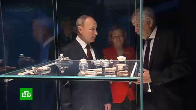 Путин осмотрел подземный музей археологии в Кремле.Москва, Путин, выставки и музеи.НТВ.Ru: новости, видео, программы телеканала НТВ