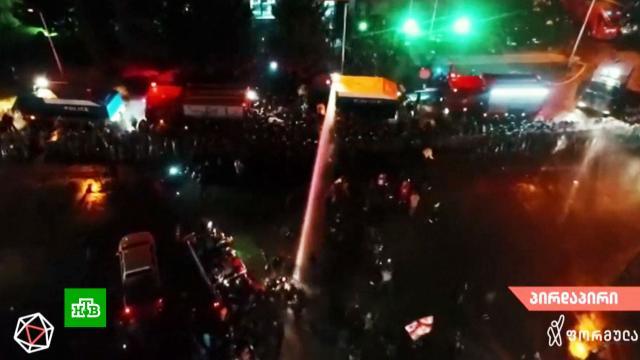 Полиция разогнала митингующих уздания ЦИК вТбилиси.Грузия, выборы, митинги и протесты.НТВ.Ru: новости, видео, программы телеканала НТВ