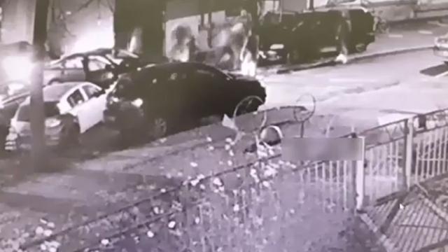 Поссорившиеся вродительском чате петербуржцы устроили драку со стрельбой.Санкт-Петербург, драки и избиения.НТВ.Ru: новости, видео, программы телеканала НТВ