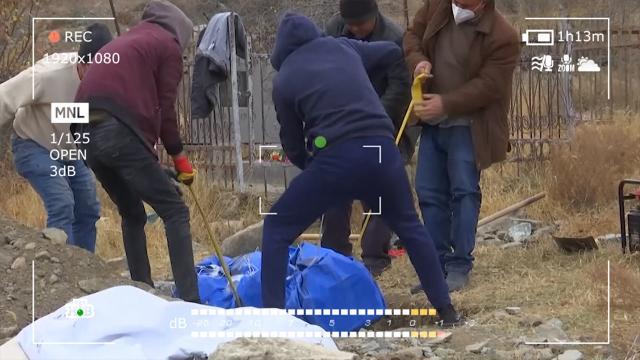 Раскапывают могилы изабирают прах родных: как идет переселение людей вКарабахе.Азербайджан, Армения, Нагорный Карабах, войны и вооруженные конфликты, миротворчество, территориальные споры.НТВ.Ru: новости, видео, программы телеканала НТВ