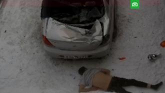 Россиянин упал с шестого этажа на машину и выжил