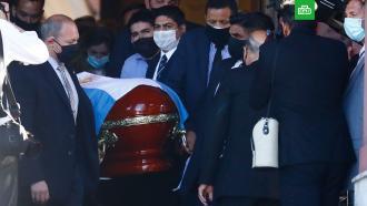 Диего Марадону похоронили рядом сродителями