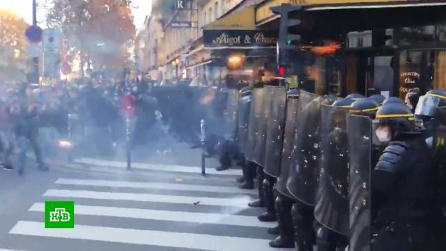 Входе беспорядков вПариже пострадали более 20полицейских.Париж, Франция, беспорядки, митинги и протесты.НТВ.Ru: новости, видео, программы телеканала НТВ