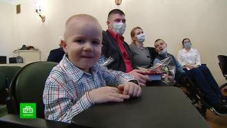 В Петербурге вручили жилищные сертификаты семьям с детьми-инвалидами