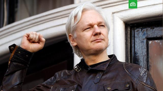 Сноуден попросил Трампа спасти жизнь Ассанжу.Экс-сотрудник американских спецслужб Эдвард Сноуден попросил действующего президента США Дональда Трампа помиловать основателя сайта разоблачений Wikileaks Джулиана Ассанжа, если глава государства решит помиловать лишь одного человека до своего предполагаемого ухода с должности.Ассанж, США, Сноуден, Трамп Дональд, помилование, шпионаж.НТВ.Ru: новости, видео, программы телеканала НТВ