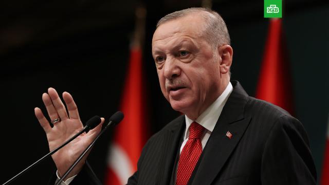 Эрдоган пожелал Франции как можно быстрее избавиться от Макрона.Президент Турции Реджеп Тайип Эрдоган назвал Эммануэля Макрона главной проблемой Франции и пожелал гражданам этой страны как можно быстрее избавиться от него..Макрон, Турция, Франция, Эрдоган.НТВ.Ru: новости, видео, программы телеканала НТВ
