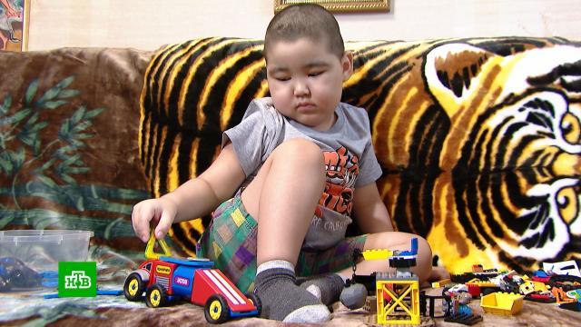 Четырехлетнему Еламану нужна помощь вборьбе средкой генетической аномалией.SOS, благотворительность, дети и подростки.НТВ.Ru: новости, видео, программы телеканала НТВ