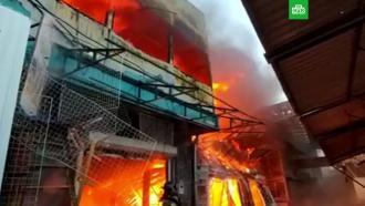 Площадь пожара в магазине пиротехники в Ростове-на-Дону увеличилась