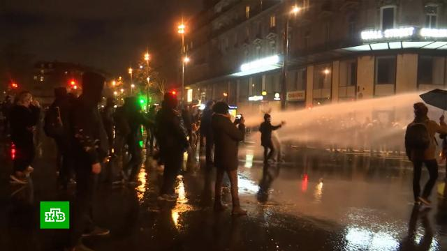На акциях протеста вПариже задержали свыше 140человек.Париж, Франция, митинги и протесты, полиция.НТВ.Ru: новости, видео, программы телеканала НТВ