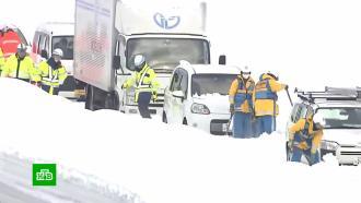 ВЯпонии из снежного затора вызволили 2100автомобилей