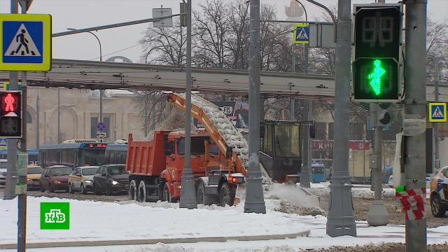 Циклон «Грета» принес вМоскву снегопад иосложнил ситуацию на дорогах.Москва, зима, погода, пробки, снег.НТВ.Ru: новости, видео, программы телеканала НТВ