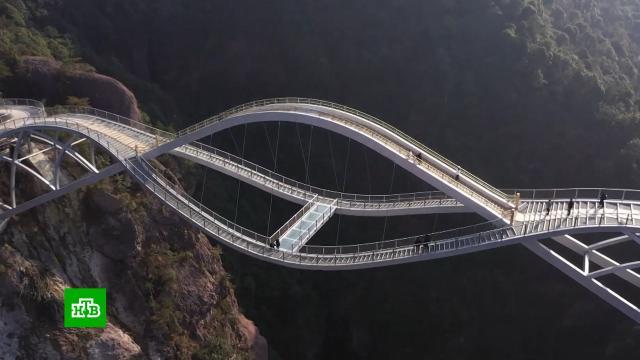ВКитае открыли потрясающий мост со стеклянным переходом.Китай, архитектура, мосты, строительство, туризм и путешествия.НТВ.Ru: новости, видео, программы телеканала НТВ