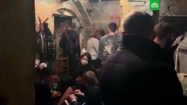 Вмосковском баре нашли тайную комнату сзапертыми посетителями.Москва, карантин, коронавирус, рестораны и кафе.НТВ.Ru: новости, видео, программы телеканала НТВ
