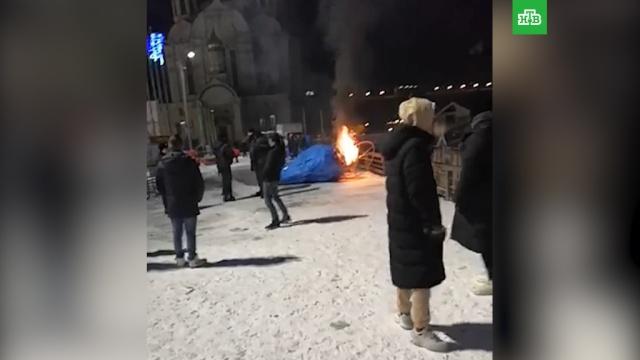 Фигуру мыши за 677тысяч сожгли во Владивостоке.вандализм, Владивосток, Новый год.НТВ.Ru: новости, видео, программы телеканала НТВ