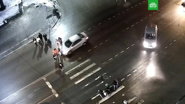Водитель сбил пешеходов исбежал.ДТП, Карелия, аварии на транспорте, автомобили, дети и подростки, пешеходы.НТВ.Ru: новости, видео, программы телеканала НТВ