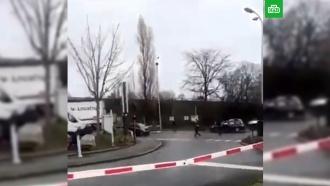 Мужчина с ножом напал на прохожих в пригороде Парижа