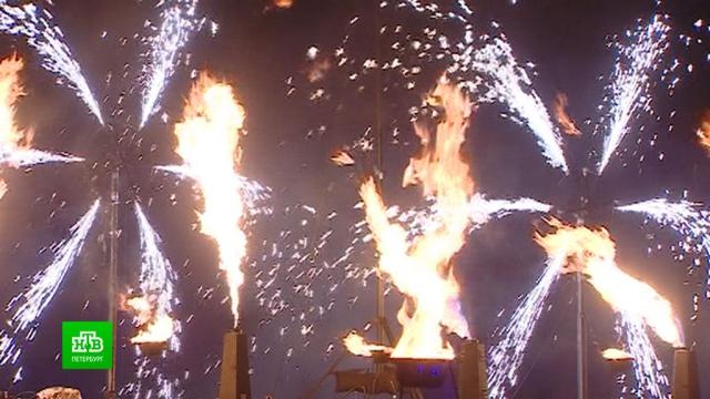 Центр Петербурга озарился огненным шоу.Новый год, Санкт-Петербург, торжества и праздники.НТВ.Ru: новости, видео, программы телеканала НТВ