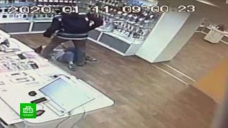 Ограбивших салон сотовой связи в Петербурге задержали по горячим следам