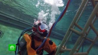 Военные водолазы показали, как тренируются погружаться на рекордную глубину