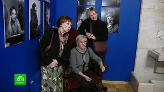 Мгновения театра: Алиса Фрейндлих оценила фотовернисаж в петербургском Доме актера
