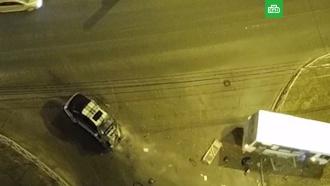 Люди выпали из попавшей вДТП маршрутки вПетербурге