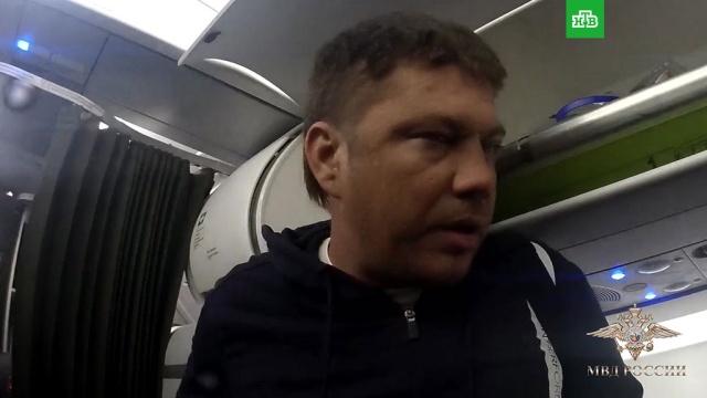 Дебошир ударил женщину на борту рейса Бангкок — Новосибирск.Новосибирск, алкоголь, аэропорты, дебоширы, самолеты.НТВ.Ru: новости, видео, программы телеканала НТВ