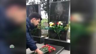 Зеленский отрекся от деда-фронтовика в угоду неонацистам