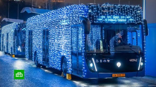 Штрафы за новогоднюю подсветку московских электробусов решили отменить.Москва, Новый год, общественный транспорт, штрафы.НТВ.Ru: новости, видео, программы телеканала НТВ