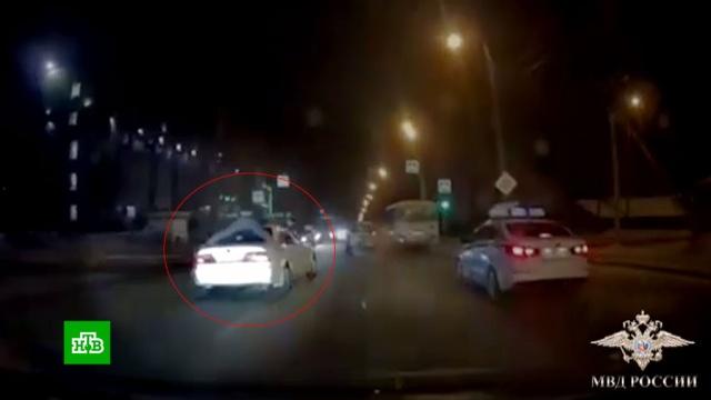 Полицейский проехал на крыше авто преступников 3километра.Иркутск, автомобили, задержание, кражи и ограбления, полиция.НТВ.Ru: новости, видео, программы телеканала НТВ