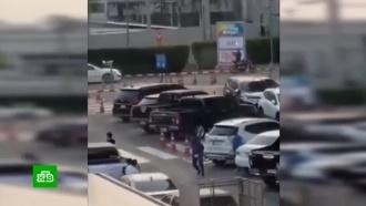 Устроивший стрельбу вТаиланде солдат удерживает 16заложников вТЦ
