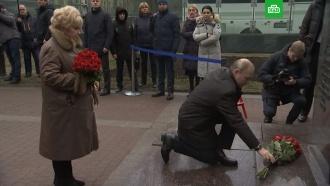 Путин возложил розы кпамятнику Собчаку